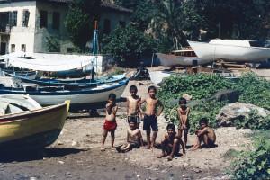 Kinder am alten Hafen von Antalya 1982. Foto: Ulrich Horb